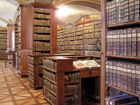 cathedral-library-kalocsa.jpg